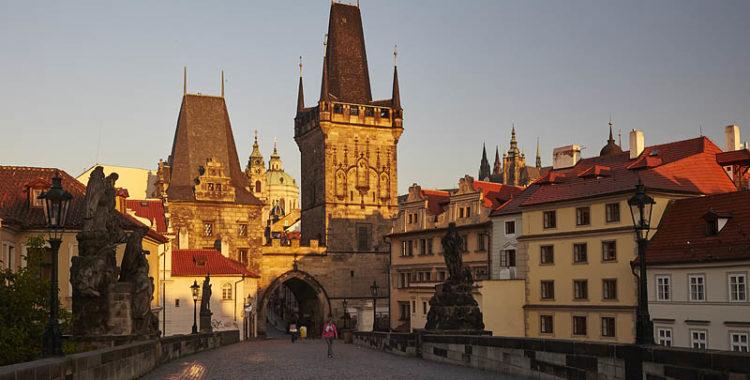"""ZAMYŠLENÍ  NA  ČERVEN - """"Vaším klášterem jsou ulice města..."""""""